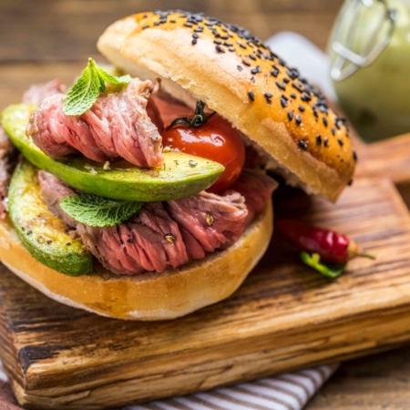 Burger mit Avocado, diesen Burger bereiten wir im Burger kochkurs zu